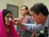 Женщине из Афганистана, изувеченной мужем-талибом, пластические хирурги вернули прежний облик.