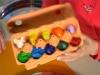 Из контейнера можно сделать одноразовую палитру для красок.