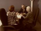 О том, как помочь старикам, которых обманывают близкие люди, и как пожилой человек может сам защитить себя