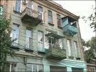 53-летняя женщина упала вместе с балконом с 10-метровой высоты и сильно разбилась. Эксперты программы «ЖКХ» помогают добиться от коммунальщиков компенсации