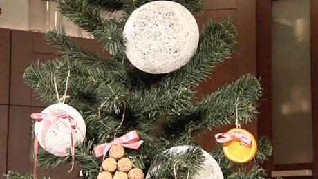 Новогодние шары для елки можно сделать своими руками.