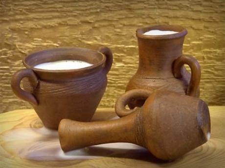 Биоряженка. кисломолочный продукт, получаемый из коровьего топлёного молока молочнокислым брожением.