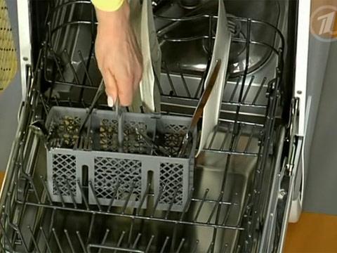 В посудомоечной машине следует