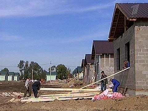 К концу октября в поселке Моховое Московской области будет полностью завершено возведение домов для погорельцев