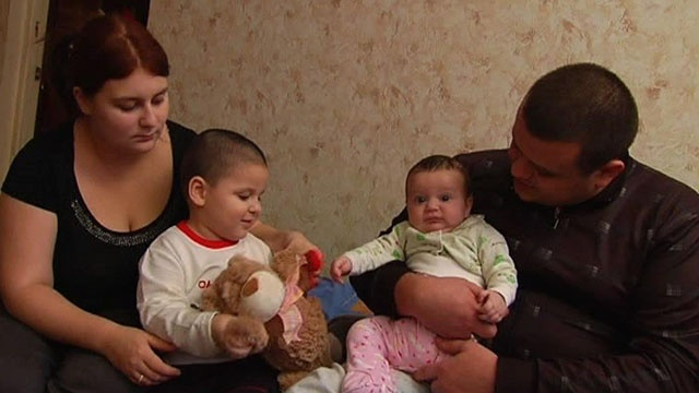 Роксана Купреянова родила сына в шестнадцать лет. . Отец ребенка на пять.