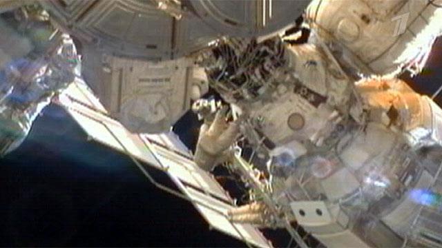 Российские космонавты установили на