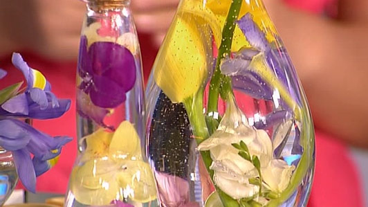 Цветы в бутылке своими руками фото