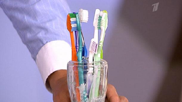 Зубные щетки вместе так как микробы