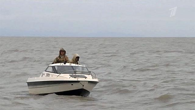 """Пограничники в Приморье задержали китайских рыбаков на лодке-""""невидимке"""""""