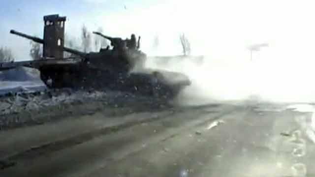 Водитель из Свердловской области едва не стал участником ДТП с бронетехникой