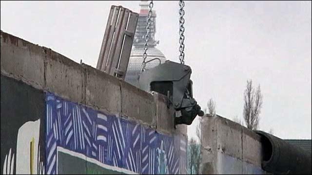 Вокруг знаменитой Берлинской стены кипят нешуточные страсти