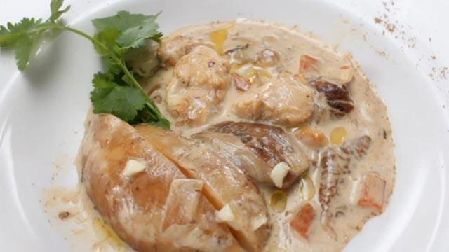 Вкусное жаркое по-домашнему Ингредиенты: Картофель мелкий молодой - 500 г грибы белые с/м целые- 260 г грудка куриная...