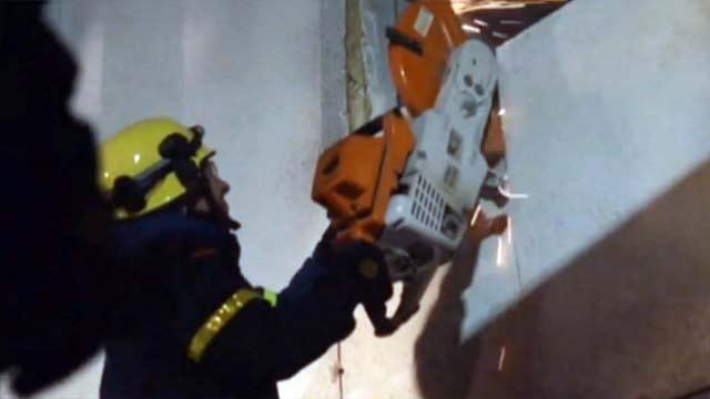 Сломать стену пришлось немецким спасателям, чтобы отправить 400-килограммового пациента в больницу