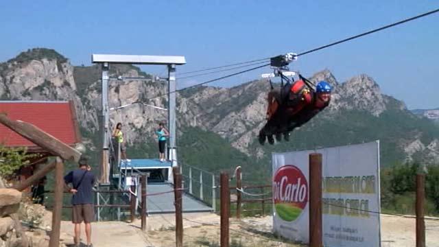 В Италии можно прокатиться над пропастью со скоростью 120 км/ч