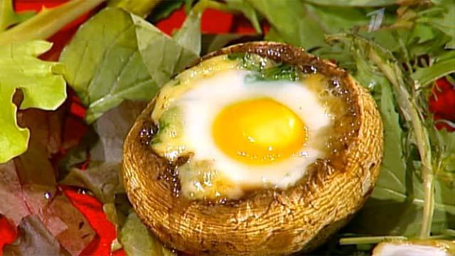 """Кулинарная рубрика """"Вся соль"""": шампиньоны, фаршированные перепелиными яйцами"""