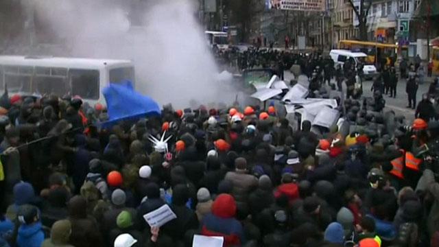 Киев - бои продолжаются. Похищенный боец отбит
