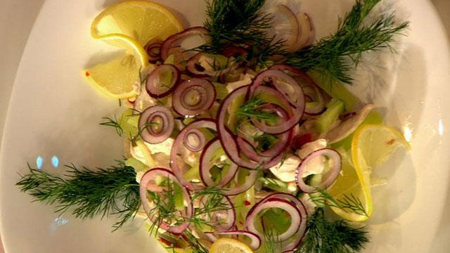 Салат из маринованного красного лука рецепт с фото - 1000.menu