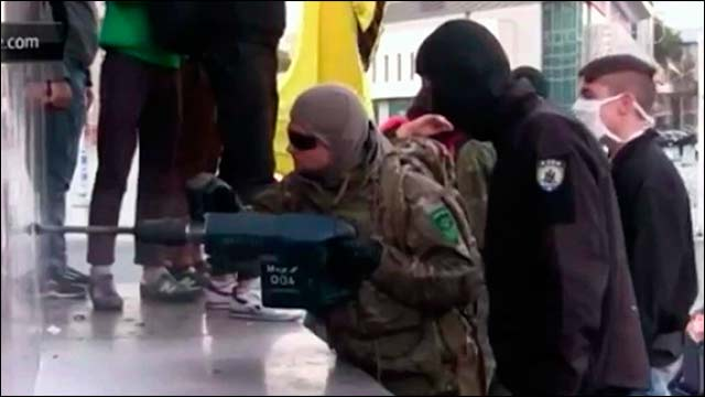 Украинским националистам, которые снесли памятник Ленину в Харькове, ничего не грозит