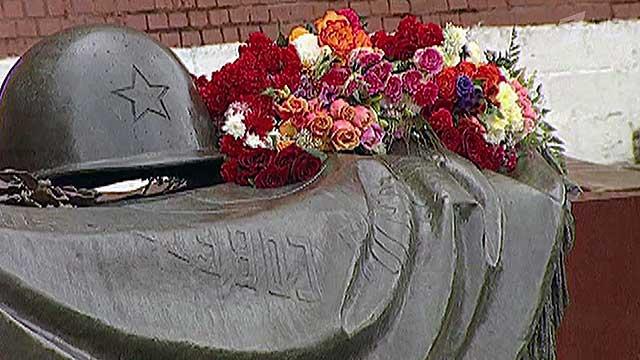 В России отдают дань памяти Неизвестному солдату
