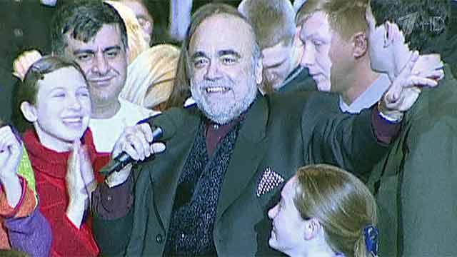 Известный певец демис руссос