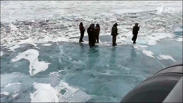 30 рыбаков оказавшихся на отколовшейся льдине