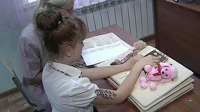 Для слепых и слабовидящих детей саратовские волонтеры сшили целый сказочный мир