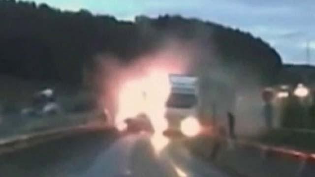 Авария в Адыгее автомобиль снес ж/д опору 25 3 2 12