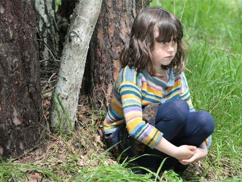 писают девочки в лесу