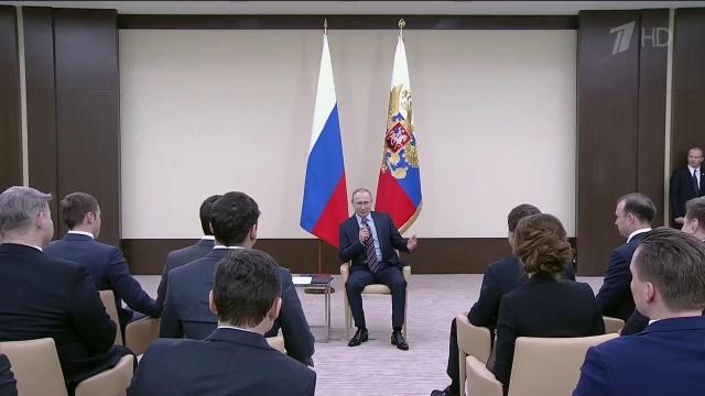 Владимир Путин проводит встречу с представителями Клуба лидеров